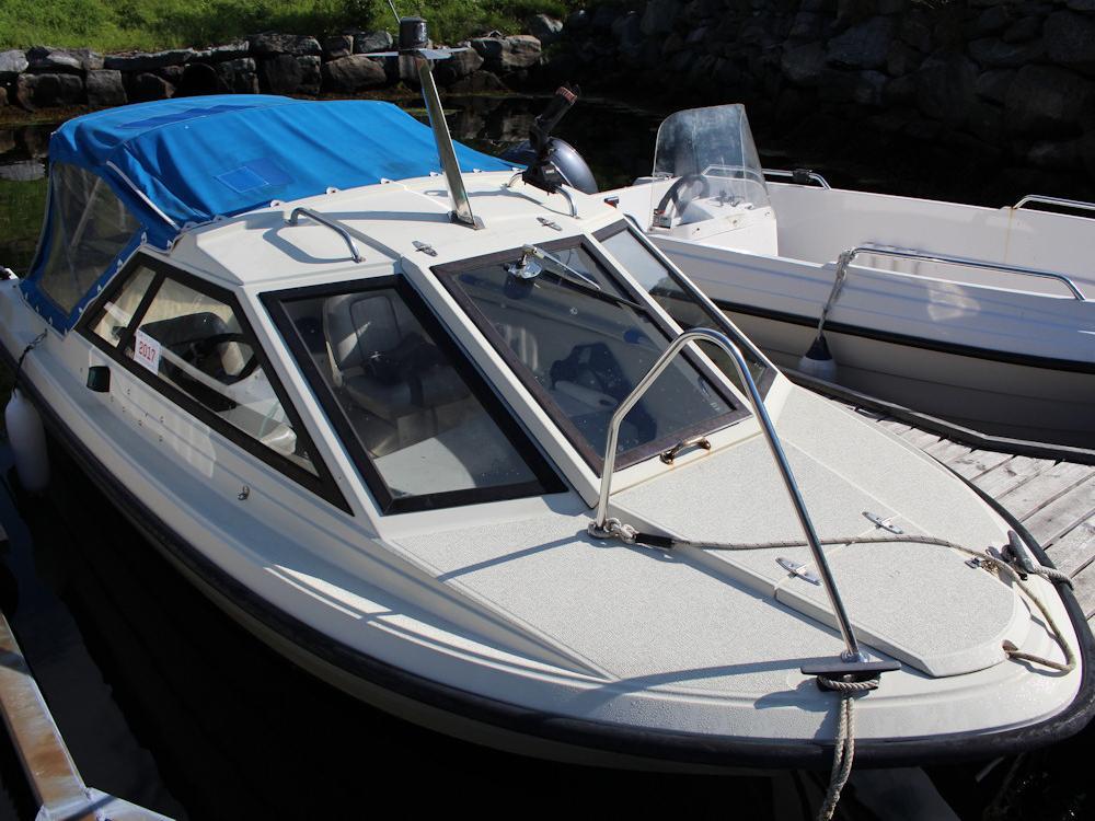 Das zugehörige Boot ist 16 Fuß lang und mit 40 PS motorisiert. Foto: borks