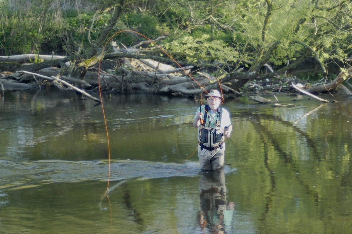 """Kann ist das Fliegenfischen selber lernen? Dieser Frage ist der erfahrene Kursleiter Werner Berens in """"Wegweiser zum Wurf"""" in FliegenFischen 4-18 nachgegangen."""