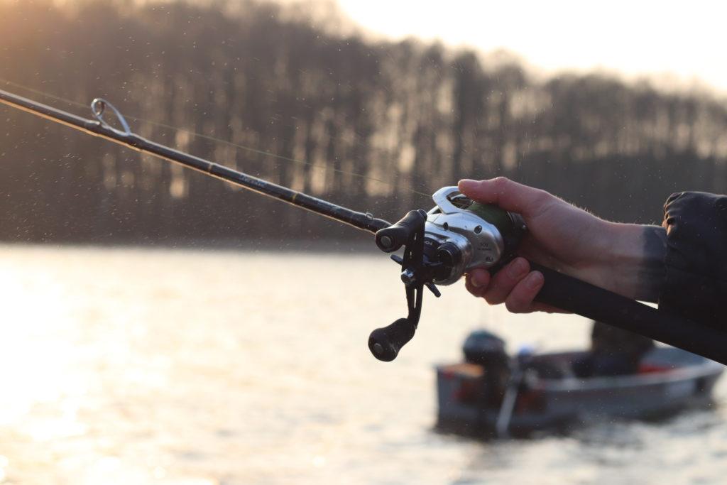 Die Wahl des richtigen Geräts ist der erste Schritt für das erfolgreiche Werfen mit der Baitcaster.