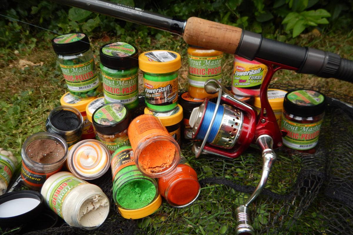 Forellenteig ist ein Top-Köder am Forellensee. Bei den Farben herrscht große Vielfalt, was zu Verwirrung beim Angler führt. Foto: G.Bradler