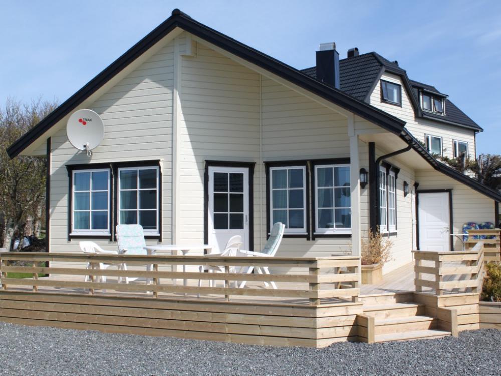 Nur etwa 70 Meter vom Wasser entfernt liegt das Ferienhaus in Nybøen. Foto: Borks