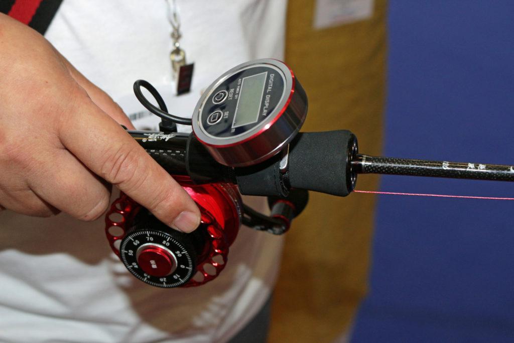 Die HDS 75 von Toya Fish Europe hat eine beleuchtetes Display am Schnurzähler und gibt Laut, wenn der Köder in einer bestimmten Tiefe angekommen ist. Foto: A. Pawlitzki
