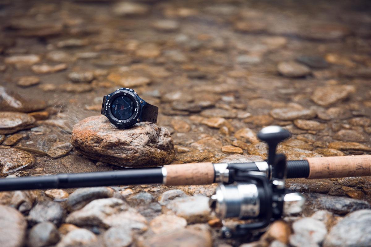 Der perfekte Begleiter beim Angeln: die Casio PRO TREK Smart. Foto: Tom Klocker
