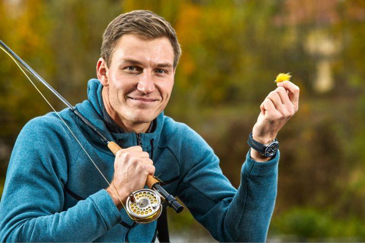 89,47 Meter weit jagte Thomas Röhler seinen Speer während der Europameisterschaft in Berlin durch die Luft und wurde Europameister! Der sympathische Spitzensportler, er wurde 2016 übrigens auch Olympiasieger, entspannt sich beim Fliegenfischen. Foto: M. Handelmann