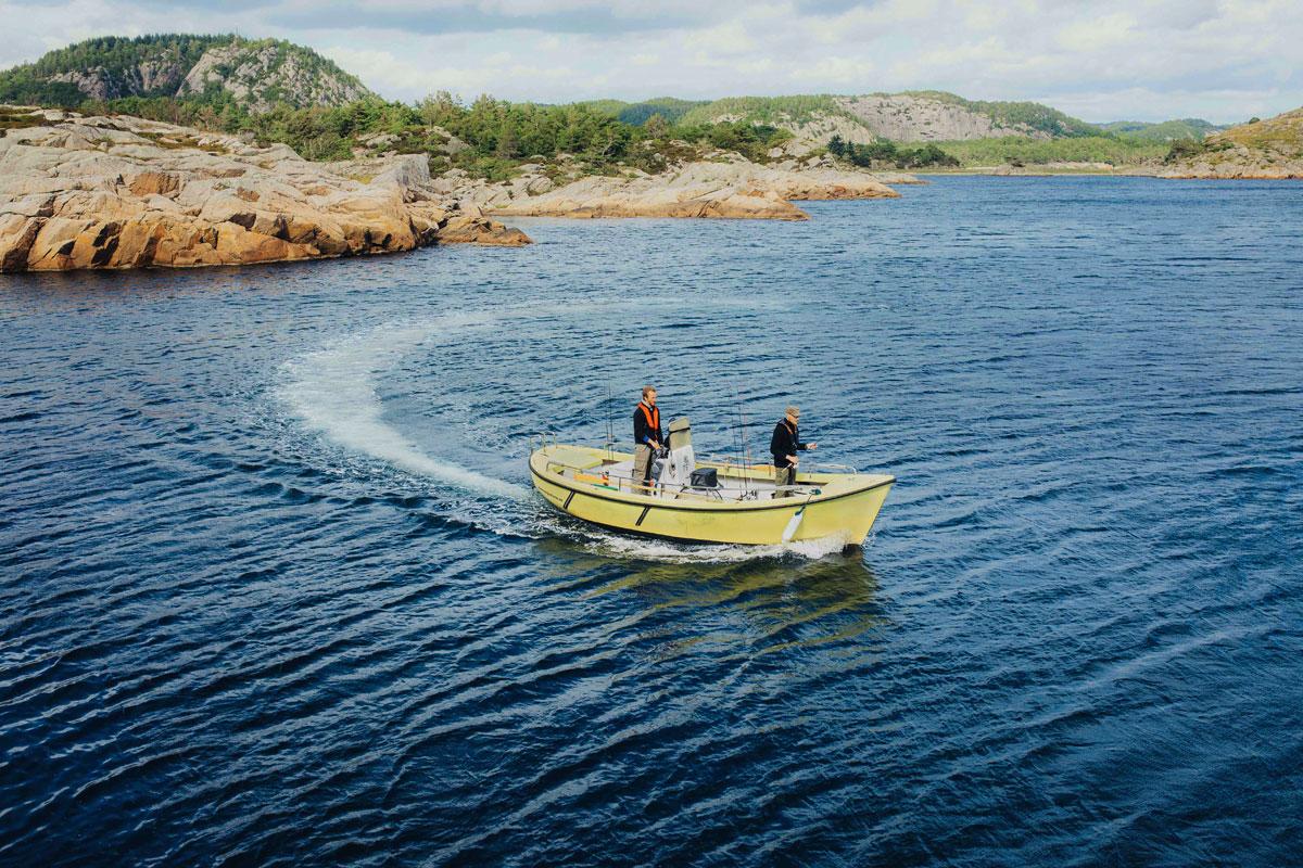 Mit diesem Angelboot gehts zu den heißen Fischgründen. Foto: Ch. Niemann