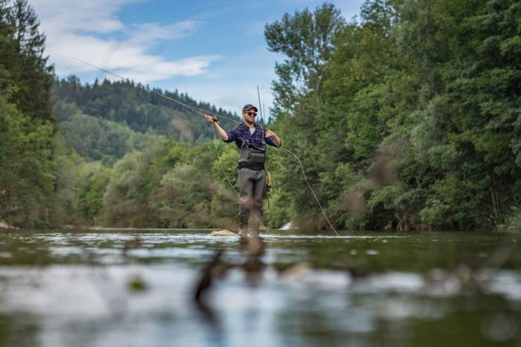 Fliegenfischen Traun: Abwechslungsreich und mit viel Potenzial: Das Fliegenfischen in der Deutschen Traun zählt bei vielen Fliegenfischern zum schönsten Gewässer in Deutschland.