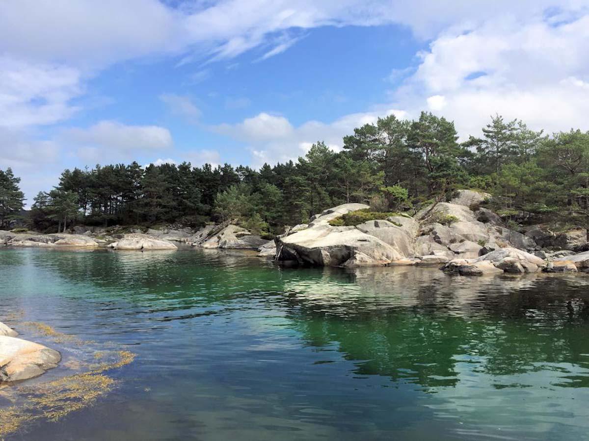 Auf den Weg ins offener Meer durchquert Ihr zahlreiche Buchten mit Flach- und Tiefwasserzonen, in denen sich einige Räuber verstecken und auf Euren Köder warten. Foto: Borks