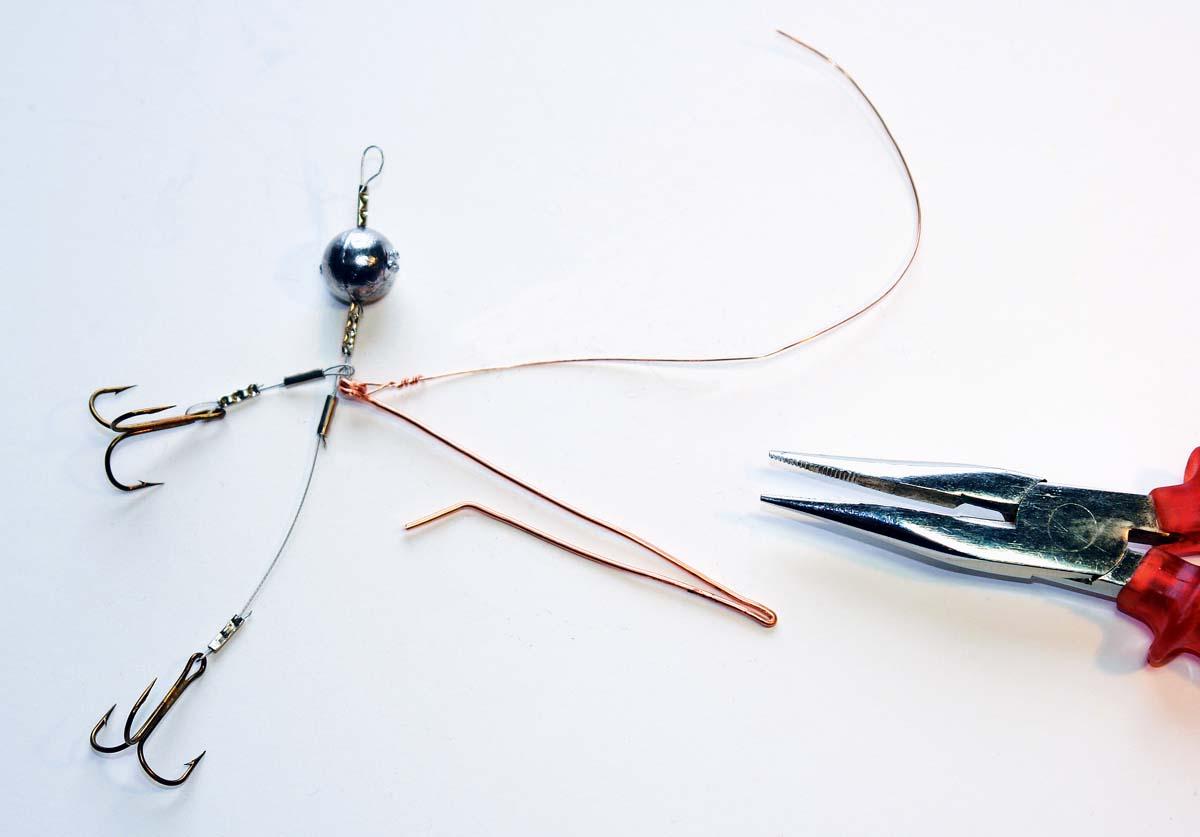 Den dünnen Draht mit mehreren Wicklungen fixieren und auf einen sauberen bzw. glatten Abschluss achten. Foto: BLINKER/M. Wendt