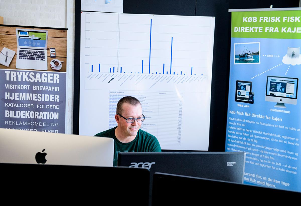 Malte Mayrberger ist mehr als zufrieden mit seinem neuen Job in einer Werbeagentur. Foto: Kommune Ringkøbing-Skjern
