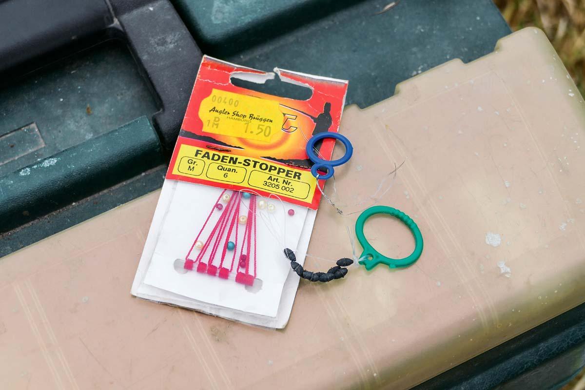 Gummistopper gibt es in unterschiedlichen Größen, damit diese optimal auf der Hauptschnur sitzen und nicht verrutschen. Foto: J. Pusch