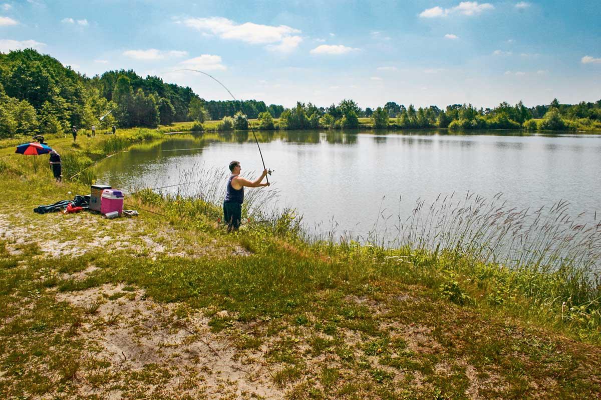 Tiefe Baggerseen sind auch im Sommer gute Forellengewässer. Foto: M. Kahlstadt