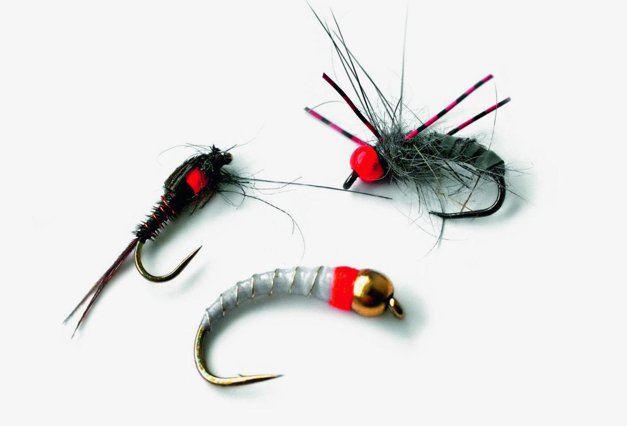 Alle Arten von Nymphen können beim French Nymphing gefischt werden, sie müssen jedoch beschwert sein. Wegen der kurzen Driften ist es wichtig, dass die Nymphe schnell absinkt. Ein Farbtupfer in der Fliege ist ebenfalls hilfreich, damit der Fisch sie nach dem Auftreffen auf dem Wasser schneller sieht. Foto: M. Werner