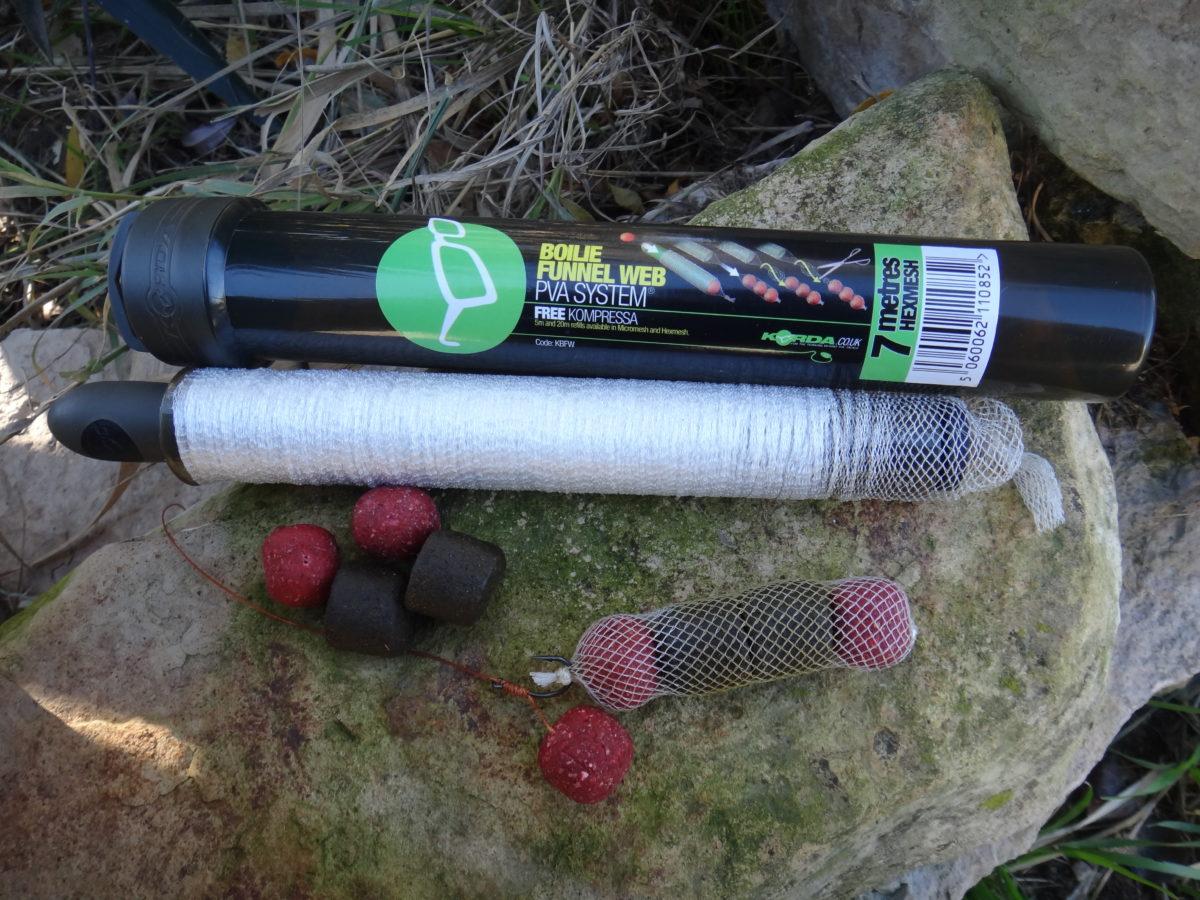 PVA-Netze kann man mit Boilies befüllen und hat so ein paar Kugeln direkt am Köder. Foto: Gregor Bradler