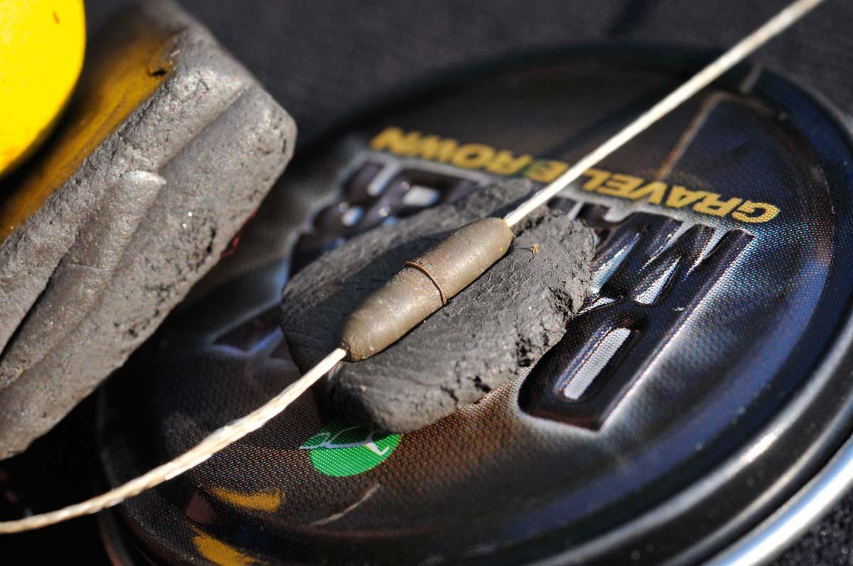 Balancieren Sie den Pop-Up mit Dark Matter Tungsten aus. Das Tungsten dient auch als Kontergewicht und fördert einen guten Hakensitz. Foto: karpfen/Uwe Steffen
