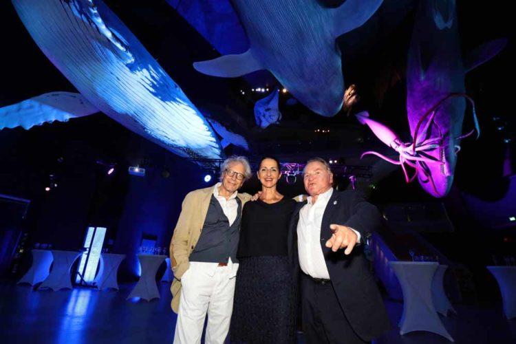 Fischerkönig des Landes, Jeanette Dehmel, begrüßte die TV-Stars Fritz Wepper und Bernd Herzsprung.