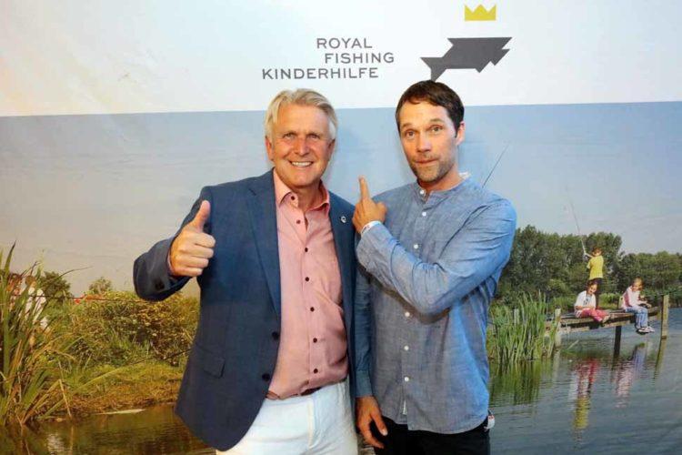 Engagiert für den guten Zweck: Der Hauptorganisator der Fishing Master Show 2019 , Siegfried Götze und Schauspieler Matthias Schloo.