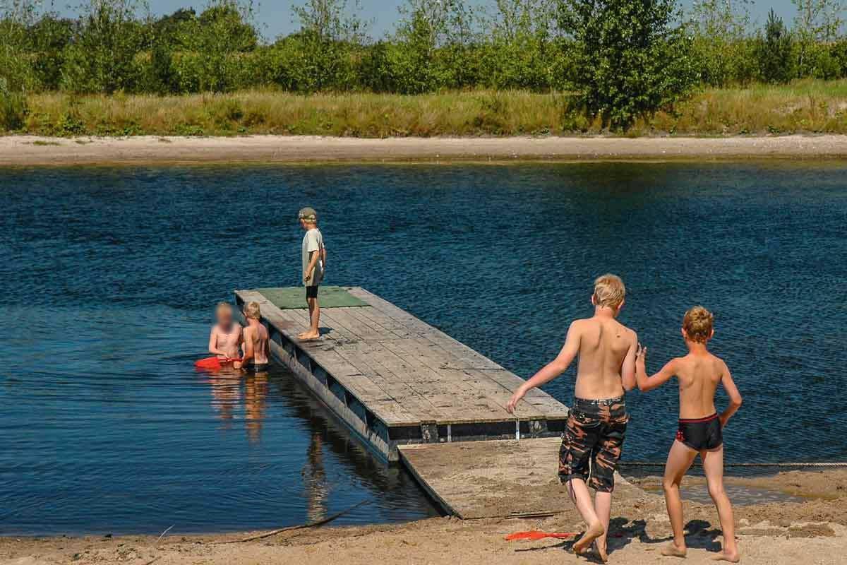 Wenn an Badeseen eine Blaualgen-Blüte herrscht, werden die Seen oft für den Badebetrieb gesperrt. Foto: Archiv