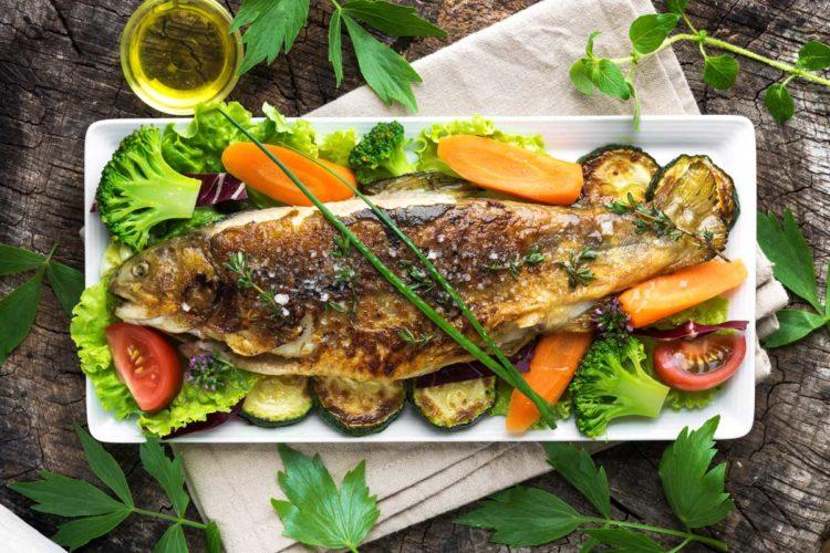Mit einem leckeren Forellen-Rezept wird nach dem Drillen und Fangen auch die Zubereitung zum Spaß.