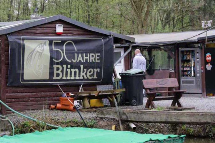 Überall auf dem Gelände waren große Banner und Plakate aufgehängt, die die Anlage ganz im Zeichen des BLINKERS erstrahlen ließ.
