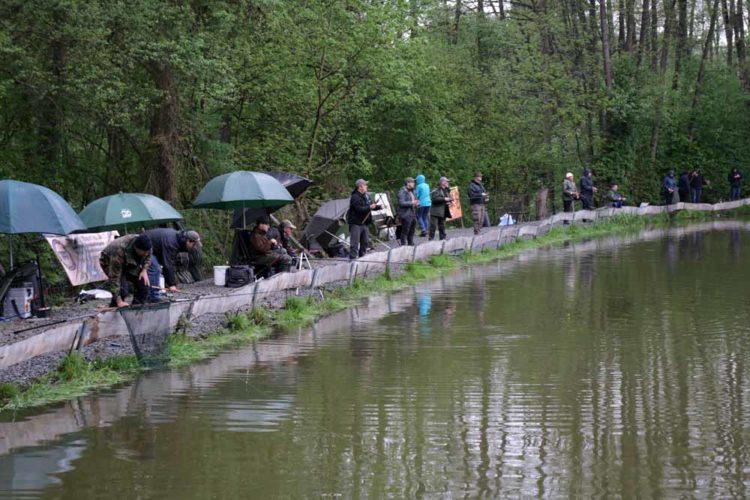 Auch die wenigen Regenschauer konnte die Stimmung am Forellensee nicht trüben.