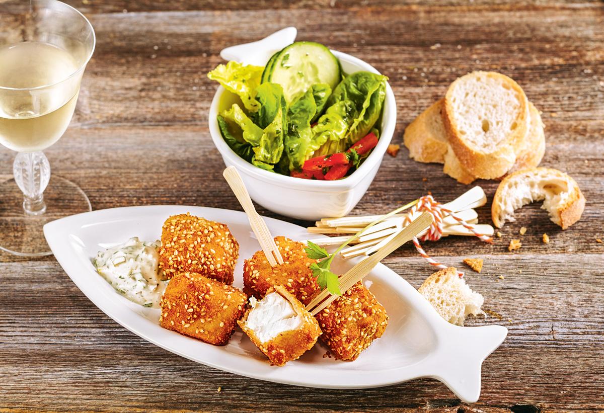 Sieht nicht nur lecker aus, sondern schmeckt auch so: Backfisch mit Remoulade und Sesam.