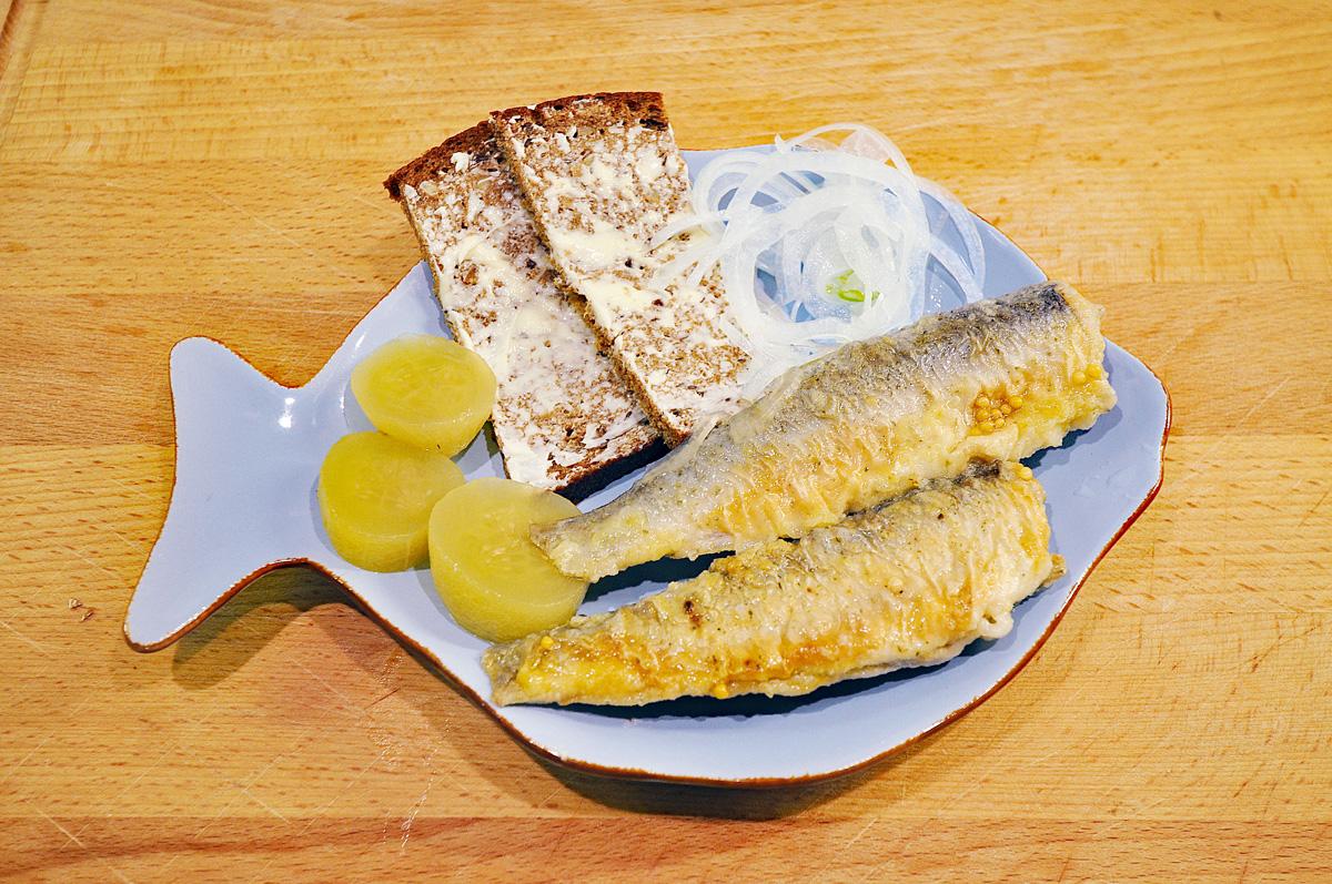 Brathering ist ein Fischgericht aus der deutschen Küche.