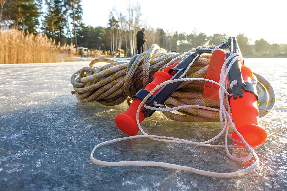 Ein Eispicker kann Leben retten und ist daher ein wichtiger Ausrüstungsgegenstand beim Eisangeln.