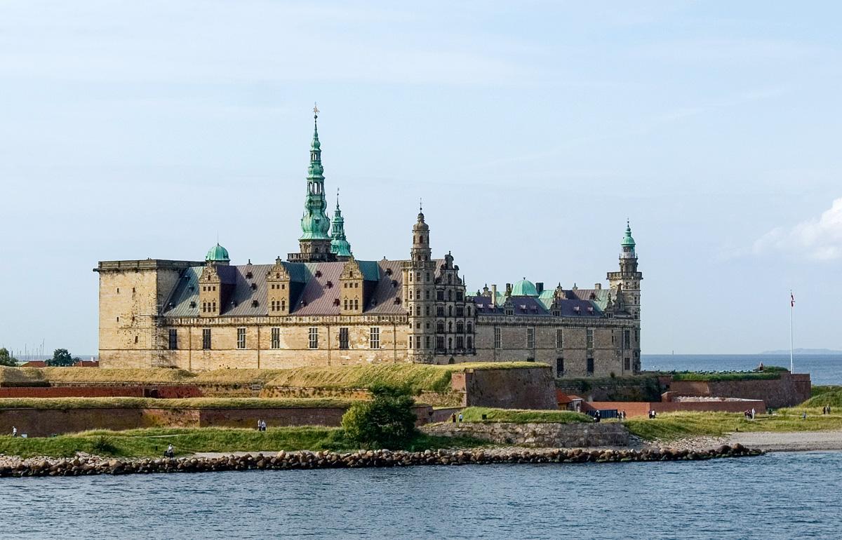 """Schloss Kronborg, Schauplatz von """"Hamlet"""" – und fantastischen Drills von Dorschen und Mefos. Foto: Wikipedia"""