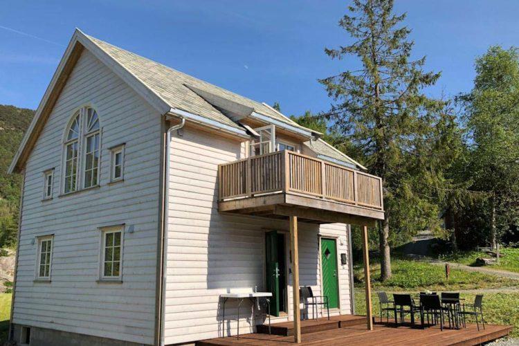 In ruhiger Insellage liegt das neu erbaute Ferienhaus mit Panoramaaussicht auf den malerischen Hervikfjord.