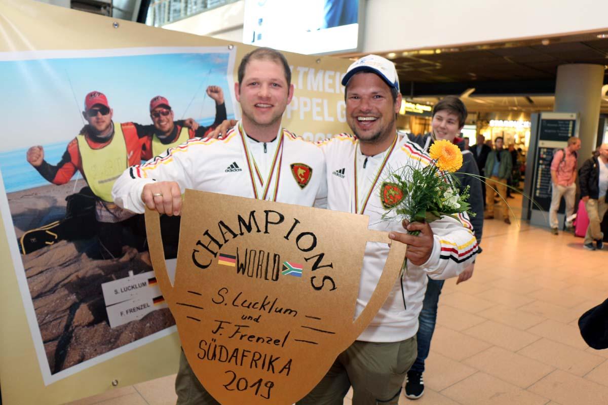 Fabian Frenzel (rechts) und Sebastian Lucklum holten sich in den Südafrika den Titel Brandungsangel-Weltmeister 2019.