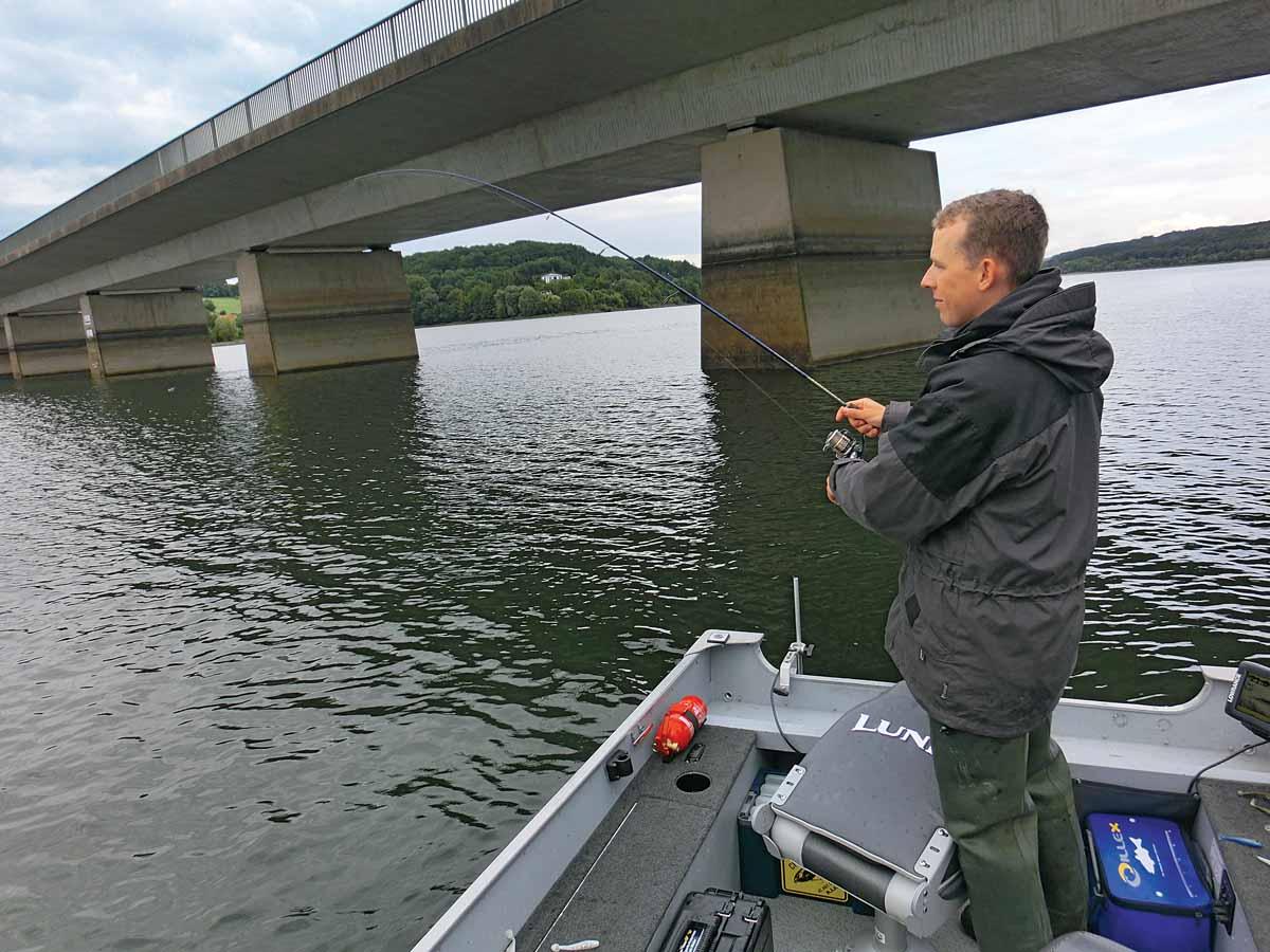 Beim Angeln im Möhnesee sind richtig tolle Fänge möglich – der Fischbestand ist großartig. Foto: Blinker