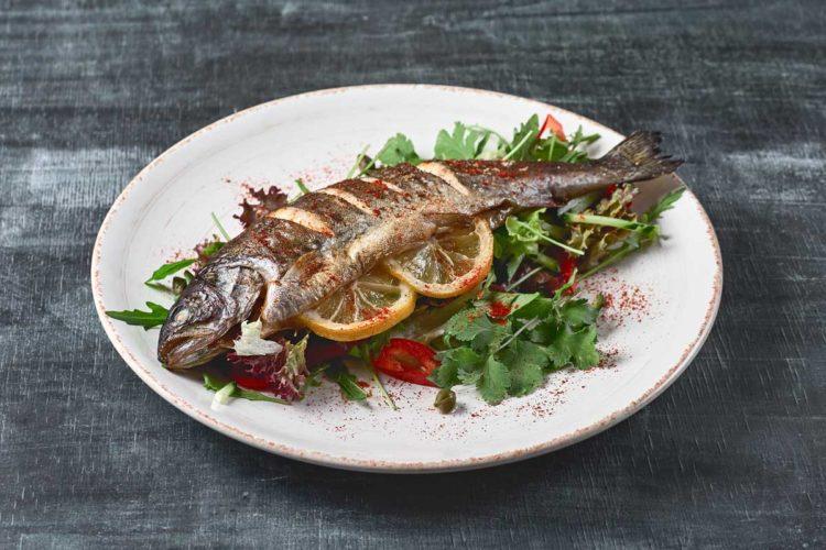 Eine Forelle aus der Pfanne ist manchmal mehr als nur eine gebratene Forelle. Zum Beispiel, wenn sie nach Grenobler Art zubereitet wird. Dann wird sie zu einem feinen französischen Gericht.