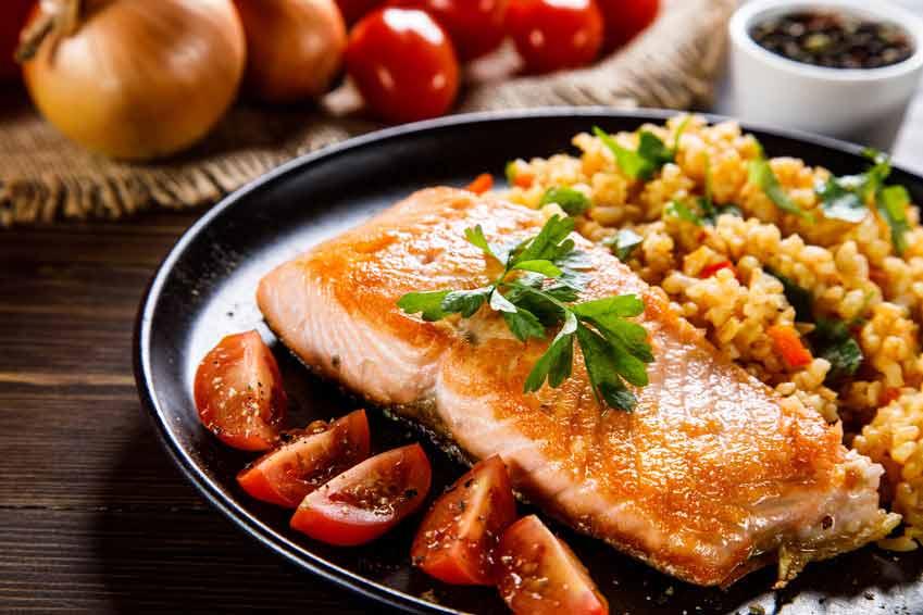 So sieht ein perfekt gebratenes Lachsfilet aus. Guten Appetit.
