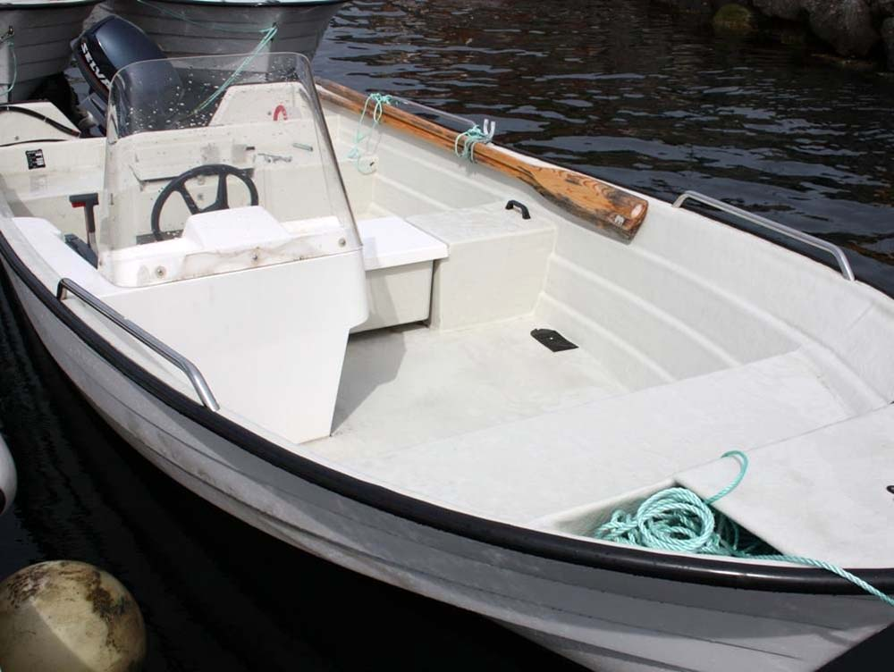 Dieses Angelboot steht den Urlaubsgästen zur verfügung.