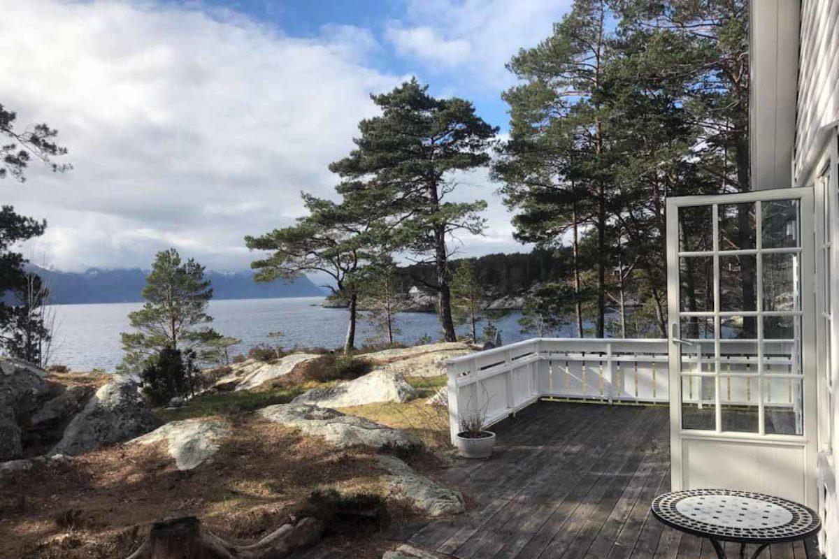 Diese Aussicht könnt Ihr bei Eurem Angelurlaub in Friviknes von der Terrasse des neu erbauten Ferienhauses genießen.