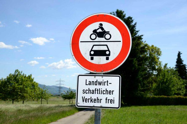 """Die FDP-Bundestagsfraktion hat zu Beginn der Woche den Antrag """"Freie Fahrt für Angler"""" beschlossen. Damit sollen Angler auch durchfahrtsbeschränkte Wege und Straßen nutzen dürfen, die sonst nur für landwirtschaftlichen Verkehr freigegeben sind. Der Antrag wird jetzt in den Deutschen Bundestag eingebracht."""