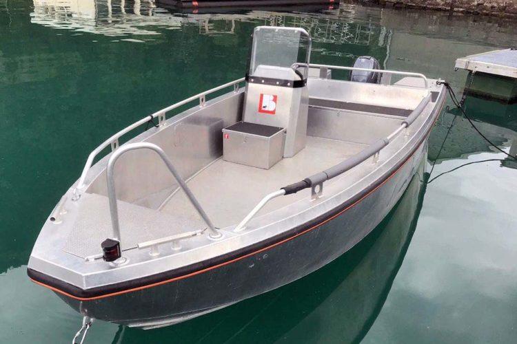Mit diesem Boot könnt Ihr die fischreichen Fangplätze ansteuern.