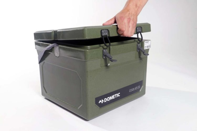 Eine Einkerbung am Deckel erlaubt es, dass man den Deckel der Box einfach öffnen und schließen kann.