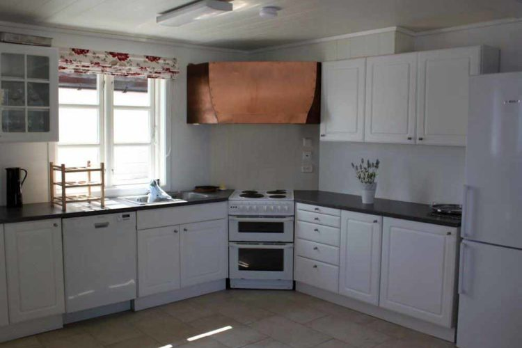 In der voll ausgestatteten Küche kann der Fang direkt zubereitet werden.
