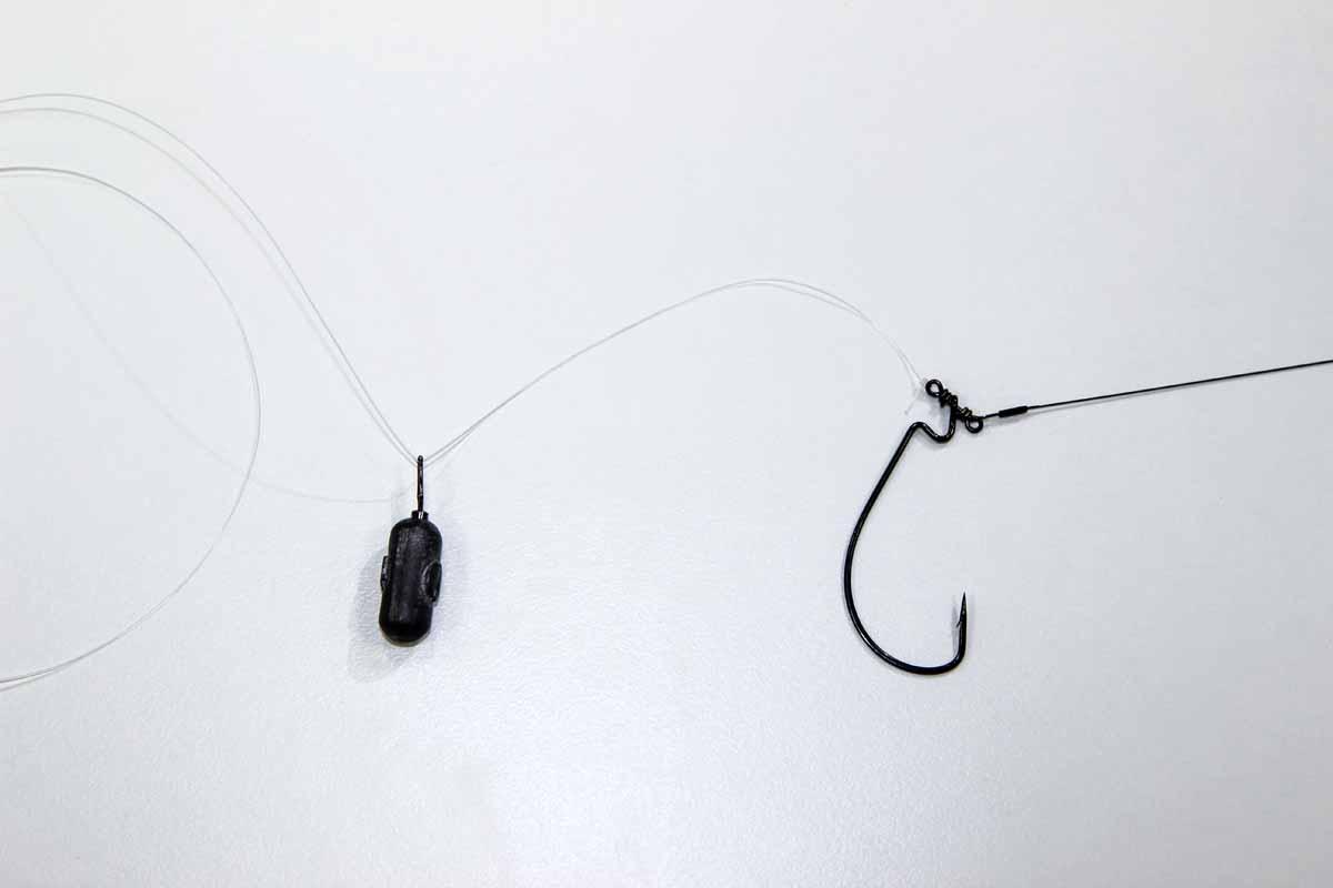 Das Dropshot-Blei (Gewicht je nach Gegebenheiten am Gewässer) aufs Fluorocarbonvorfach fädeln und einen Achterknoten an dessen Ende binden. Foto: Blinker/Peer Kustermann