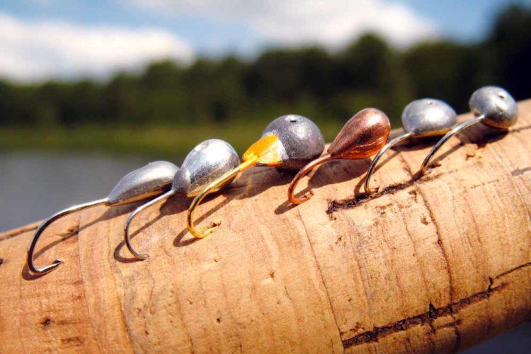 Welche Mormyschka darf es sein? In der kalten Jahreszeit haben sich schwerere Modelle bewährt, weil sie die Fangtiefe schneller erreichen.
