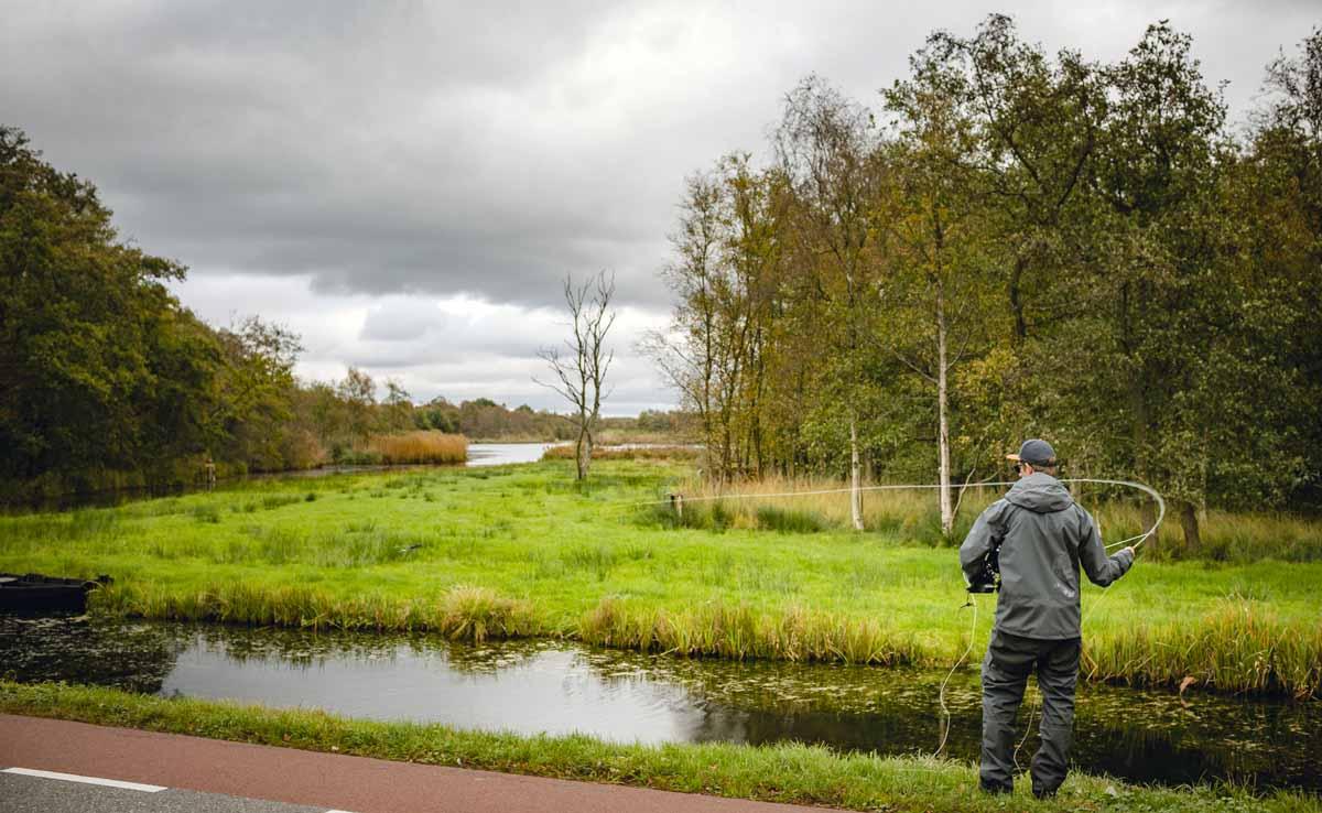 Am Kortenhoefsedijk kommen auch Fliegenfischer, die es auf Hechte abgesehen haben, zum Erfolg. Foto: Sportvisserij Nederland
