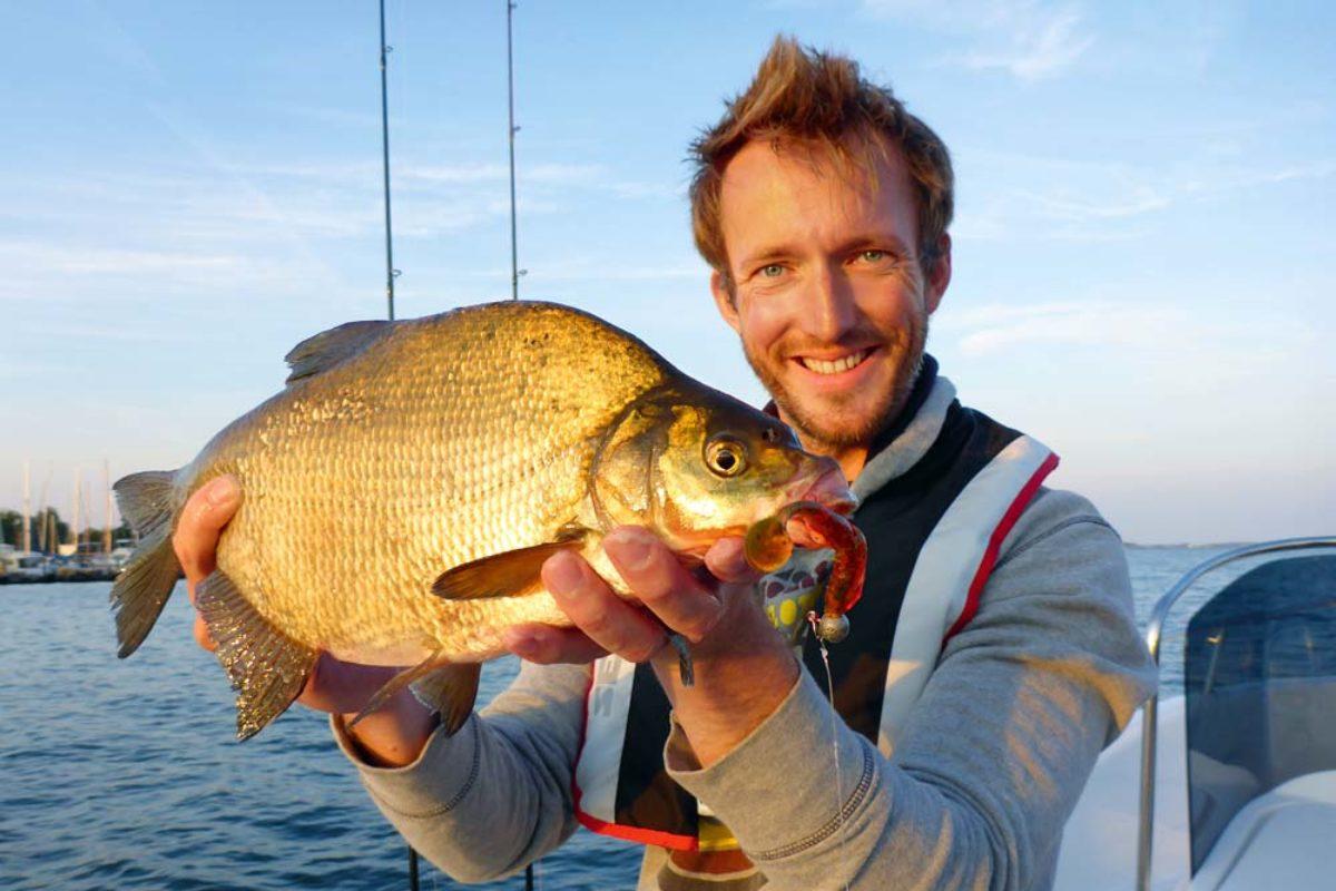 Nicht ganz der Zielfisch, doch eine nette Abwechslung beim Barschangeln. Doch auch vor noch ganz anderen Überraschungen ist man beim Angeln im Greifswalder Bodden nie sicher.