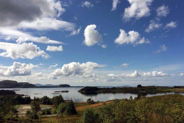 Dieser tolle Ausblick auf den Dalsfjord erwartet Euch vom Ferienhaus aus.