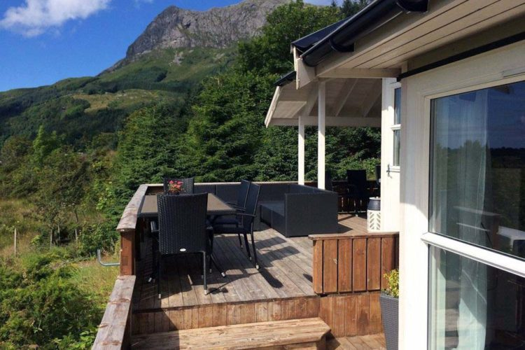 Auf der großen Terrasse hat man einen wundervaren Ausblick auf die Landschaft.