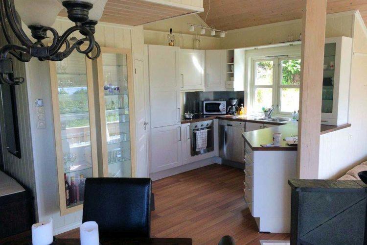 Die moderne Küche ist mit allen Wichtigen ausgestattet, was man für einen perfekten Angelurlaub benötigt.