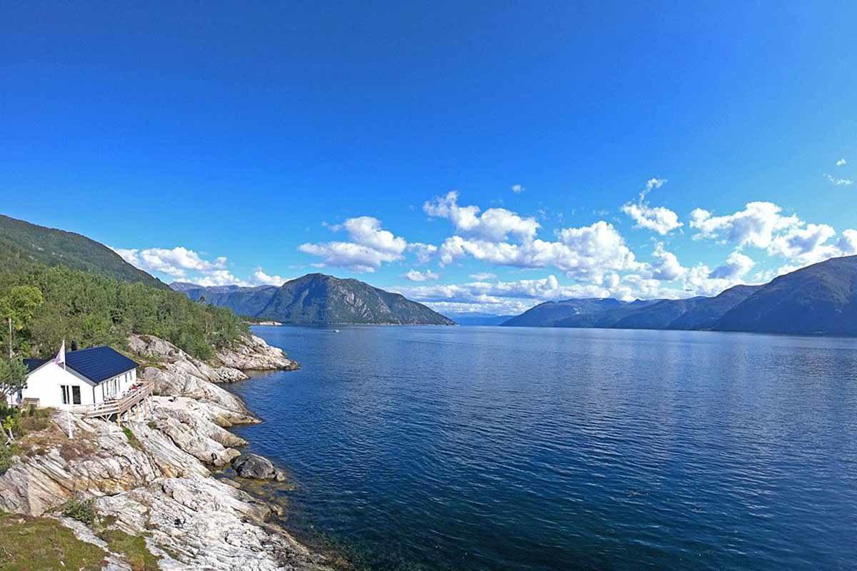 Das Ferienhaus von Borks ist die ideale Unterkunft zum Angeln am Sognefjord. Foto: Borks