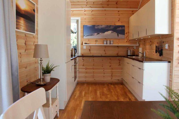 Im Urlaub möchte niemand gerne abwaschen. Die moderne Küche ist daher mit einem Geschirrspüler ausgestattet. Foto: Borks