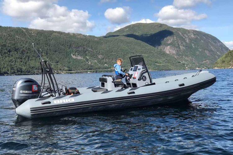 Mit dem 200-PS RIB-Boot geht es auf Fjordsafari. Ein tolles Abenteuer, das direkt bei Borks gebucht werden kann. Foto: Borks