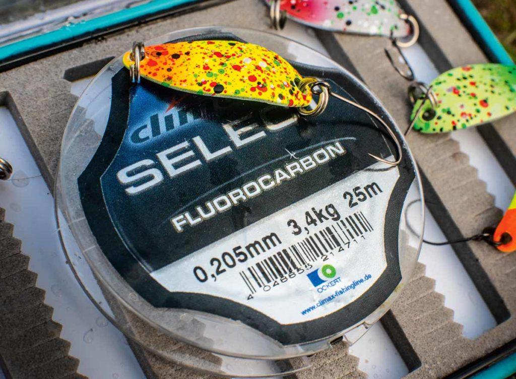 Wer mit geflochtener Schnur fischt, sollte einen Meter Fluorocarbon vor den Spoon schalten. Foto: W. Krause